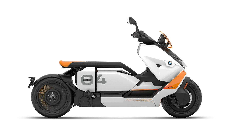 La firma de Munich ha apostado por una acusada personalidad estética en su scooter eléctrico CE 04.