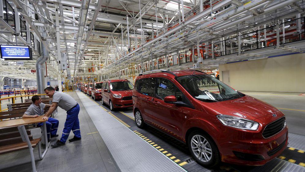 Foto: Cadena de producción de Ford Otosan en Kocaely. (Reuters)