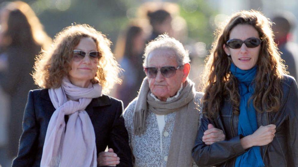 Foto: Francisco Rocasolano, entre su hija y su nieta Telma (Gtres)