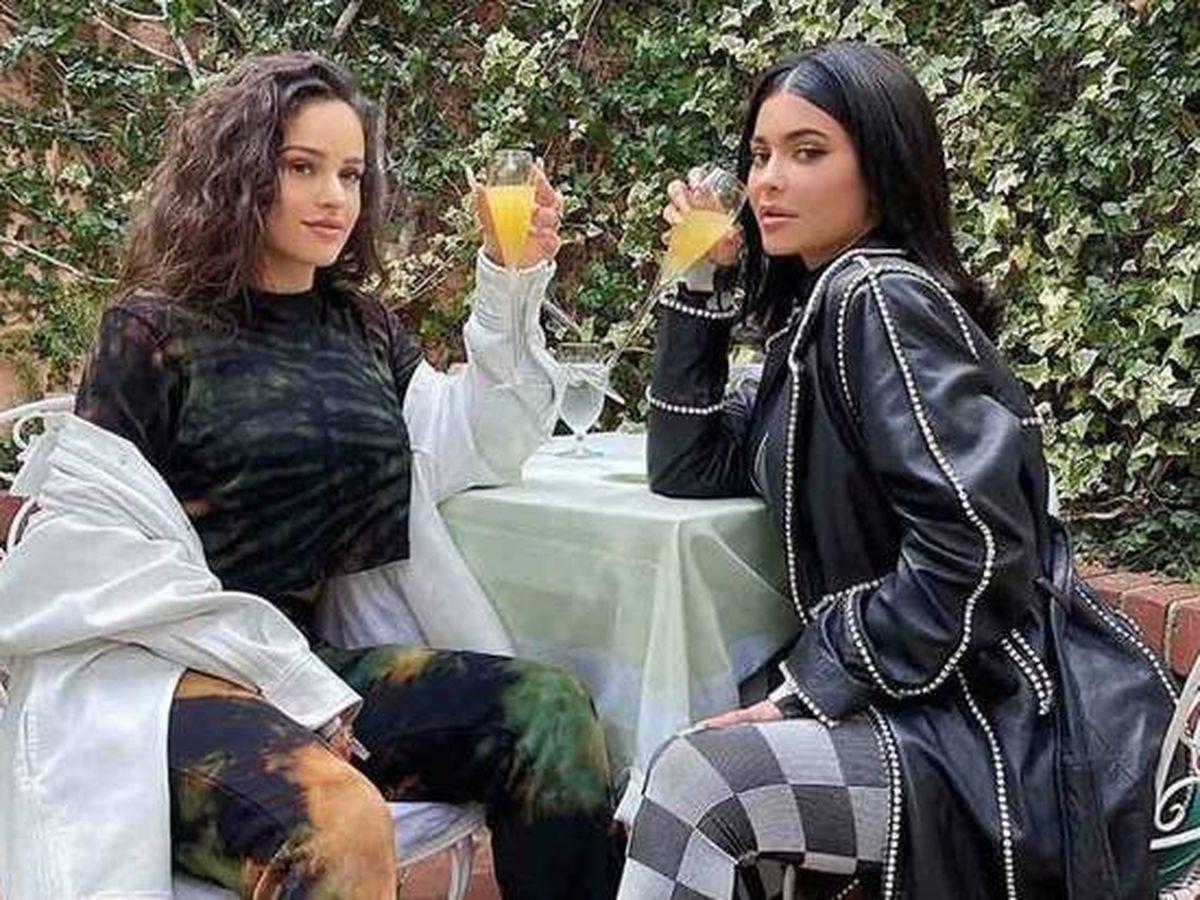 Foto: Rosalía y Kylie Jenner. (IG @rosalia.vt)