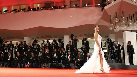 Penélope Cruz deslumbra en Venecia con un Versace que acentúa sus curvas
