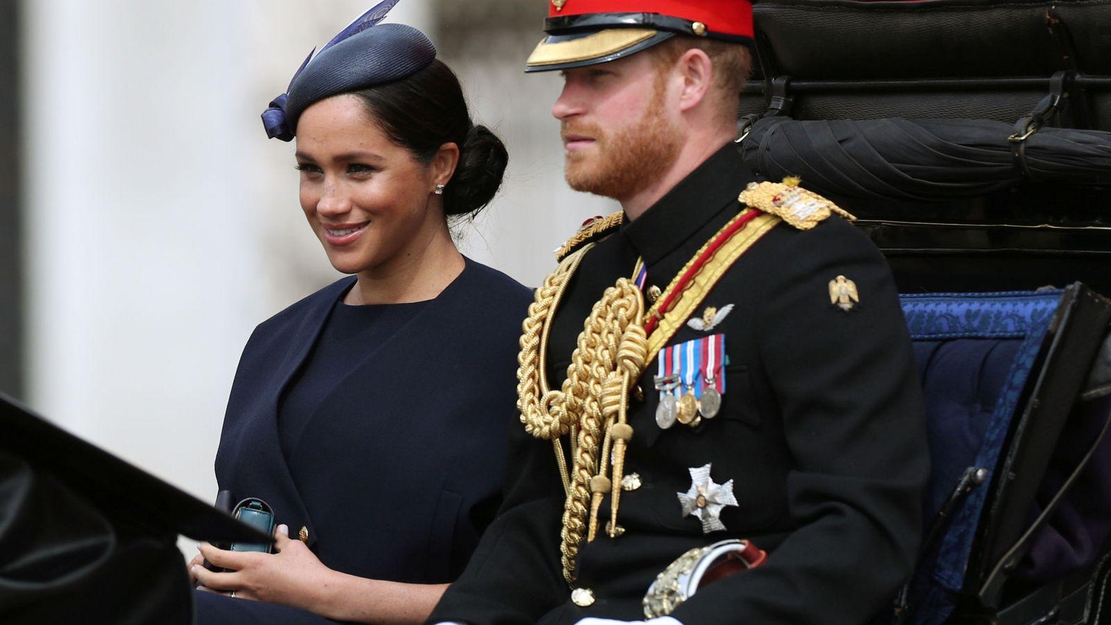 Foto: Meghan Markle y el príncipe Harry en el 'Trooping the colour'. (Reuters)