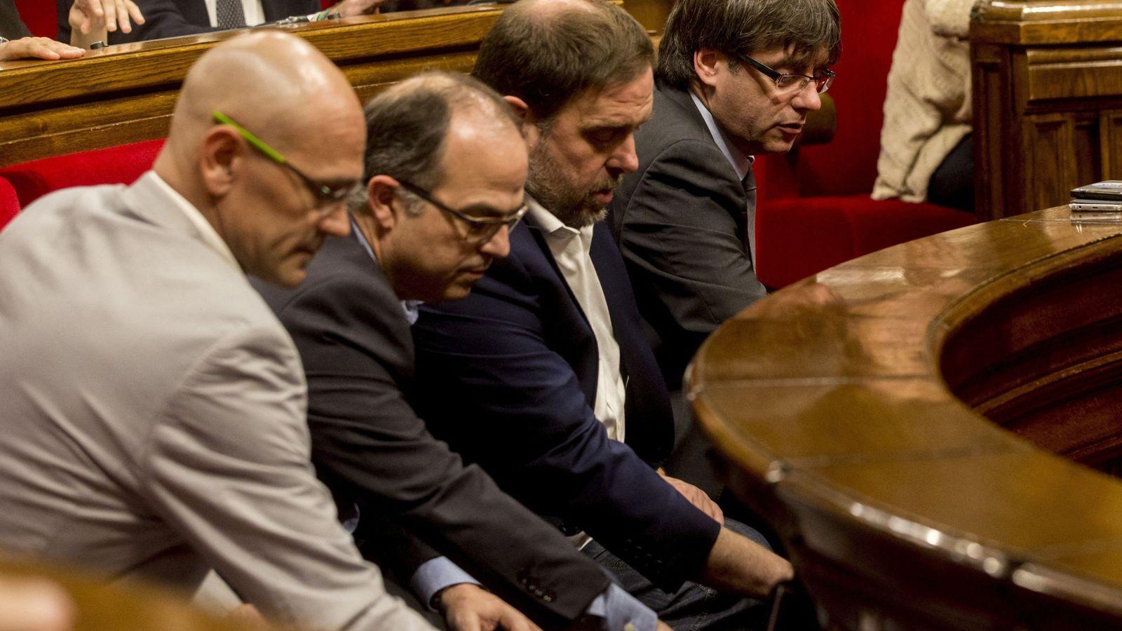 Foto: Carles Puigdemont, junto a Oriol Junqueras, Jordi Turull y Raül Romeva. (EFE)
