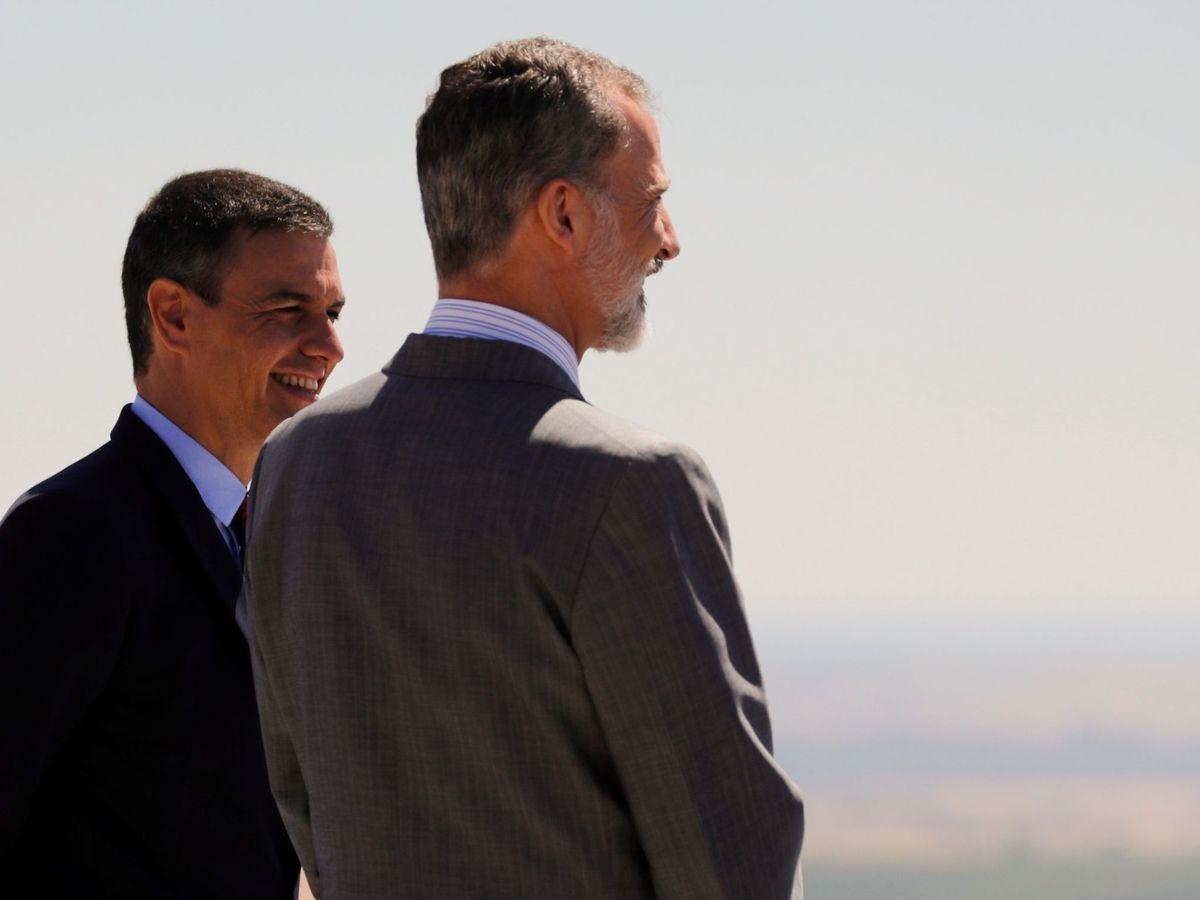 Foto: Felipe VI y el presidente del Gobierno, Pedro Sánchez, el pasado 1 de julio en Elvas, Portugal. (EFE)