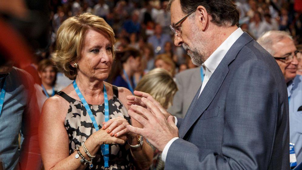 Foto: Esperanza Aguirre y Mariano Rajoy, en un acto electoral en 2015. (Reuters)