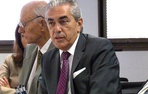 Pérez Claver, de una alfombra de 6.000 €… a un entierro en Sevilla