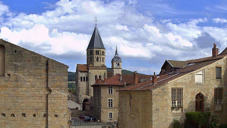 Panorámica de Cluny, con la abadía al fondo