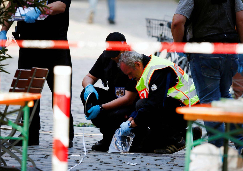 Foto: Agentes de policía aseguran el área tras una explosión en Ansbach, Alemania, el 25 de julio de 2016. (Reuters)