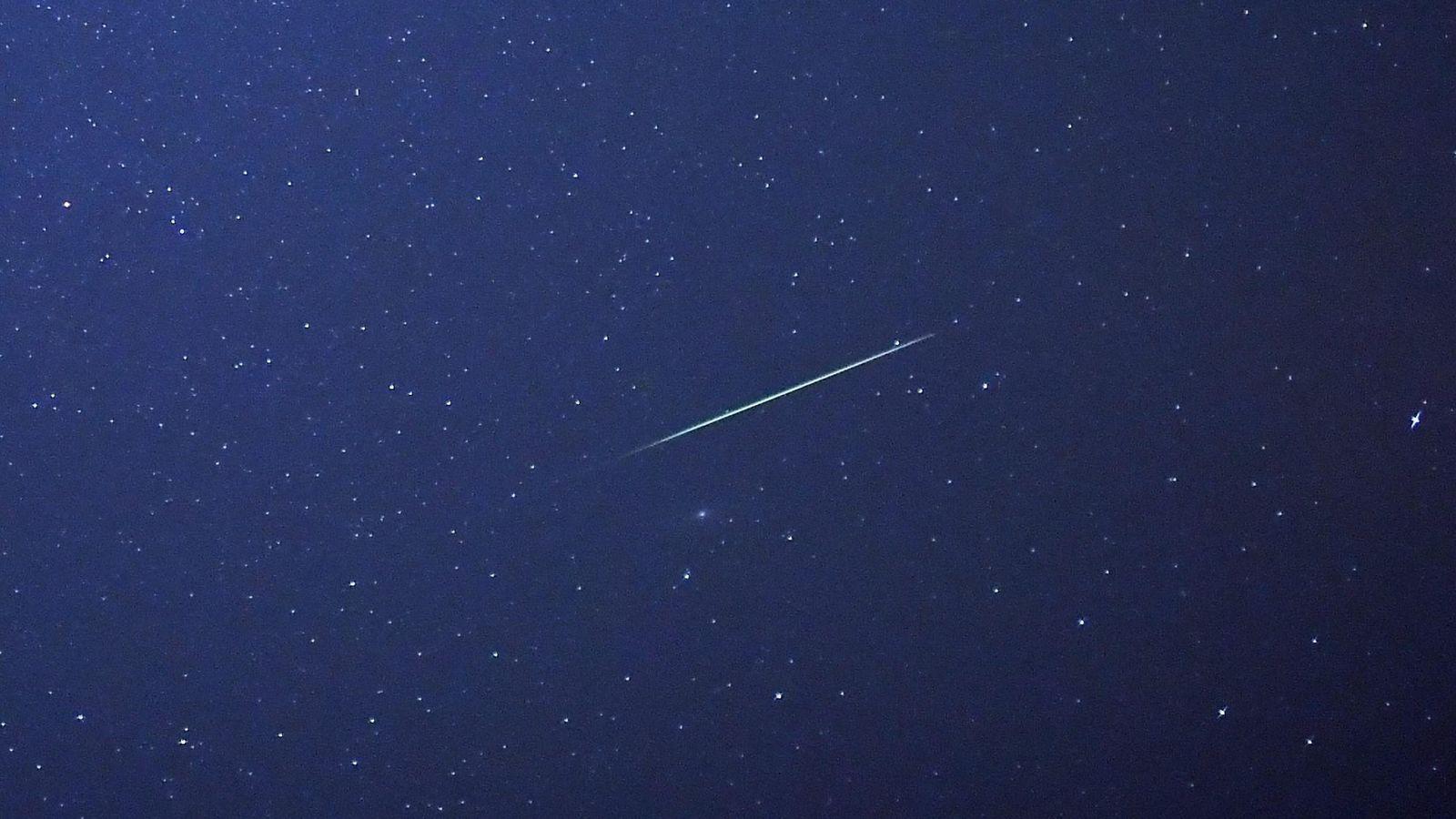 Foto: Una lluvia de meteoritos, sobre Alemania, en 2015. (EFE)