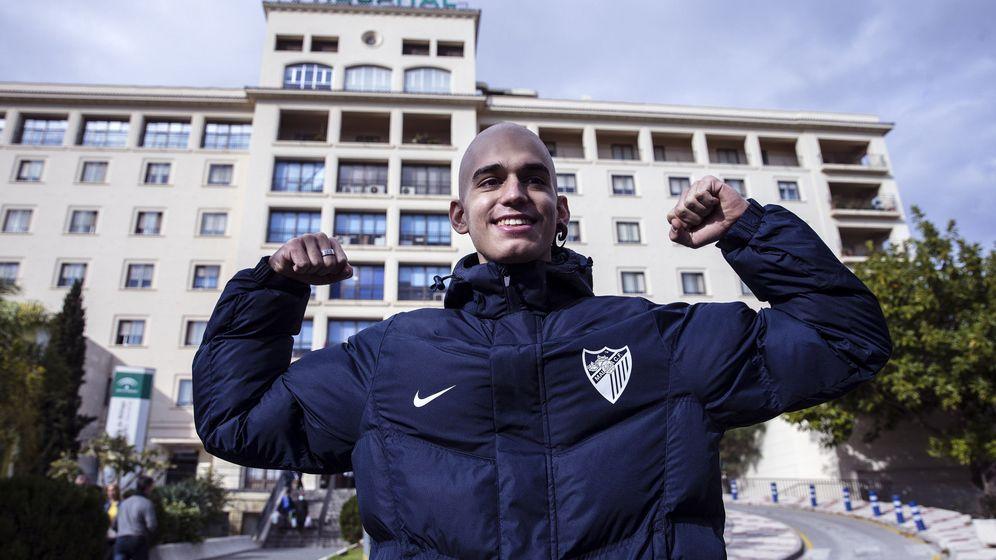 Foto: Pablo Ráez en diciembre pasado, tras recibir el alta después del trasplante de médula. (EFE)