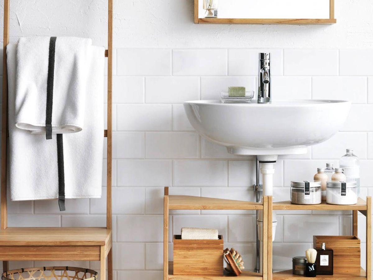 Foto: Muebles de Ikea para ganar espacio en un baño pequeño. (Cortesía)