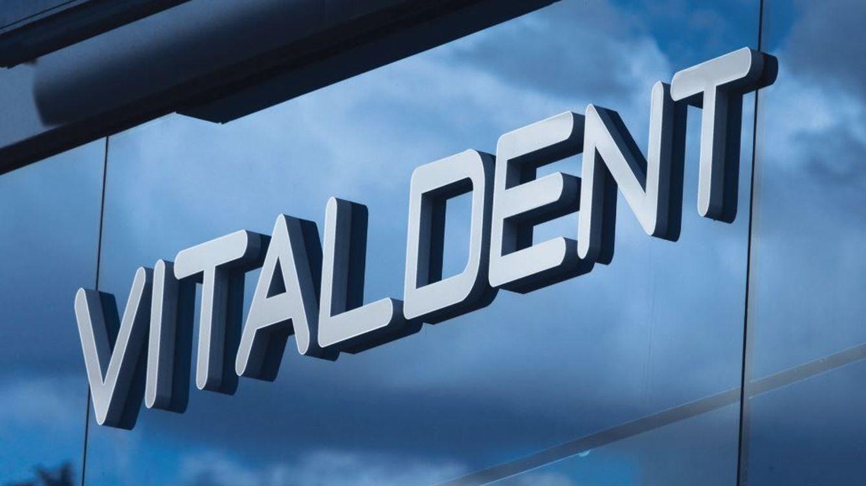 Javier Botín vende Vitaldent a Advent International, pero seguirá como socio