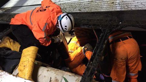 Al menos 27 fallecidos en la caída de un autobús por un barranco en Indonesia