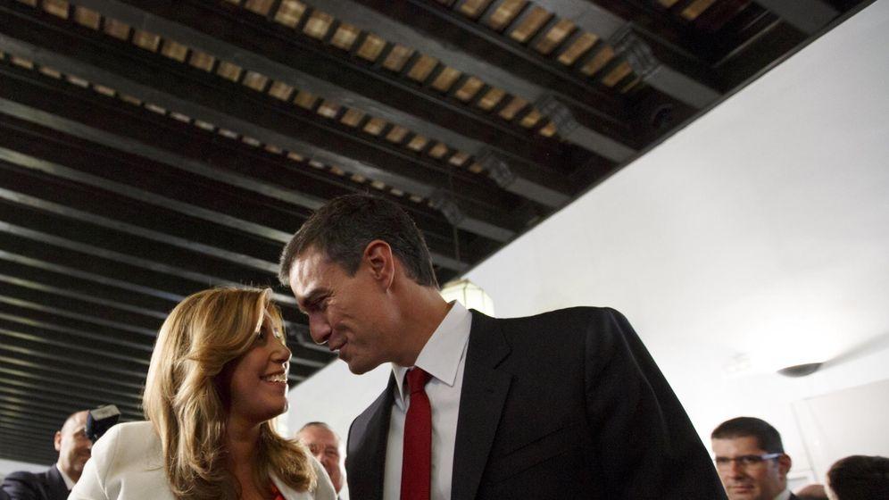 Foto: El secretario general del Partido Socialista Pedro Sánchez con la presidenta de la Junta de Andalucía Susana Díaz. (Reuters)