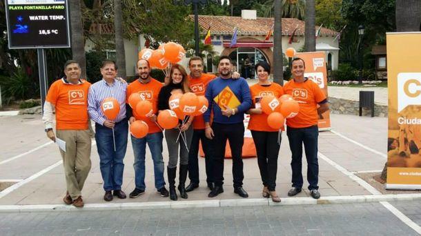 Foto: Juan Soriano, en el centro, con camiseta azul. (Facebook Ciudadanos Marbella)