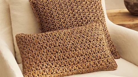 Apuesta por el crochet con estas fundas de cojines de Zara Home