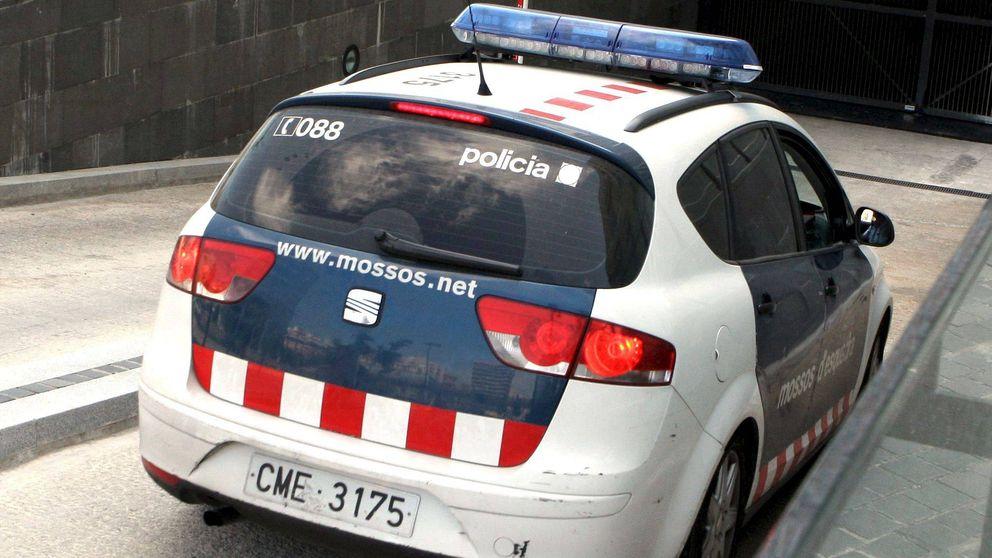 Los Mossos d'Esquadra atropellan a una mujer que queda herida grave