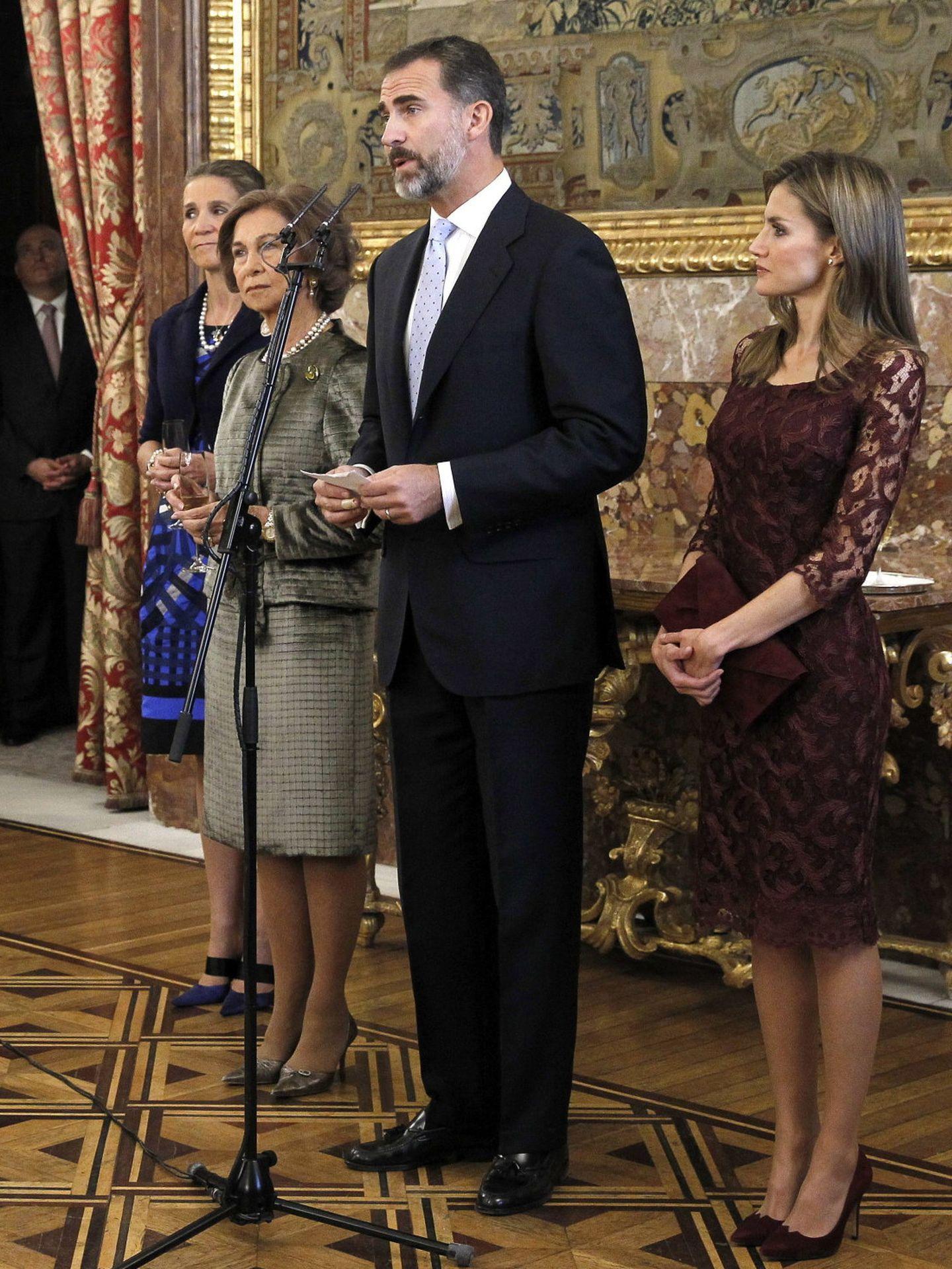 La infanta Elena, junto a la familia real en la recepción por el Día de la Fiesta Nacional. (EFE)