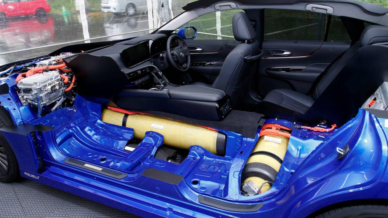 El Mirai almacena el hidrógeno en tres tanques de alta seguridad bajo el habitáculo: 142 litros o 5,6 kilos.
