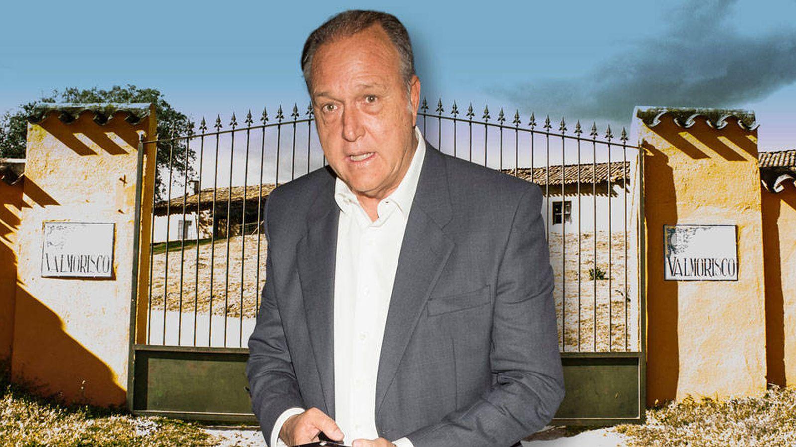 Foto: Pepe Barroso en la puerta de su macrofinca: Valmorisco, en Cáceres.