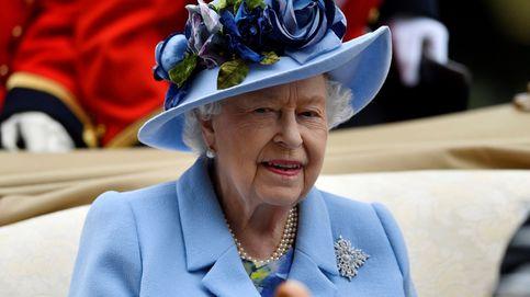 La reina Isabel II pasa la noche en el hospital y está convaleciente en Windsor