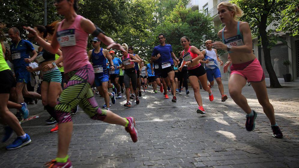 Foto: Participantes en un evento de 'running' en Atenas, Grecia. (EFE)