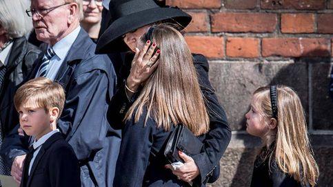 Mary de Dinamarca y su familia, desolados en el funeral por los hijos del dueño de ASOS