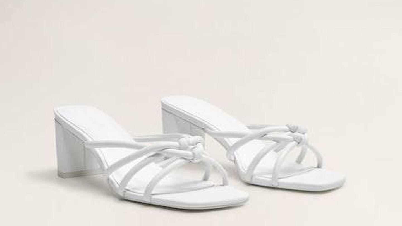 Sandalias de piel.
