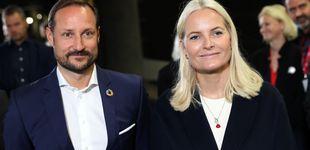 Post de Haakon y Mette-Marit de Noruega siguen los polémicos pasos de los herederos daneses