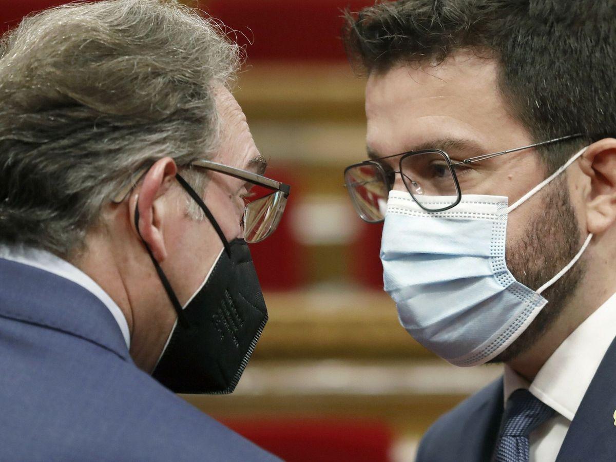 Foto: Pere Aragonès, con el consejero de Economía catalán, Jaume Giró. (EFE)