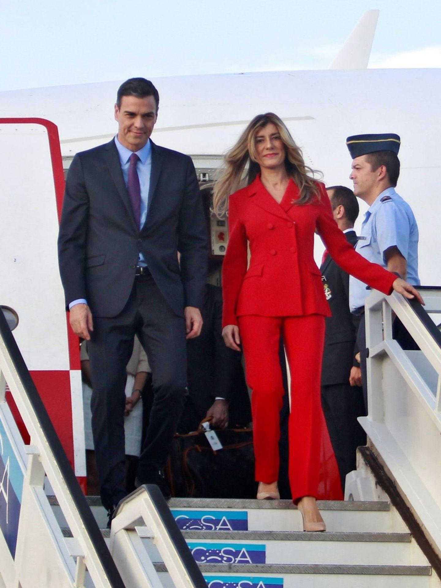 Pedro Sánchez y Begoña Gómez a su llegada a Cuba. (EFE)