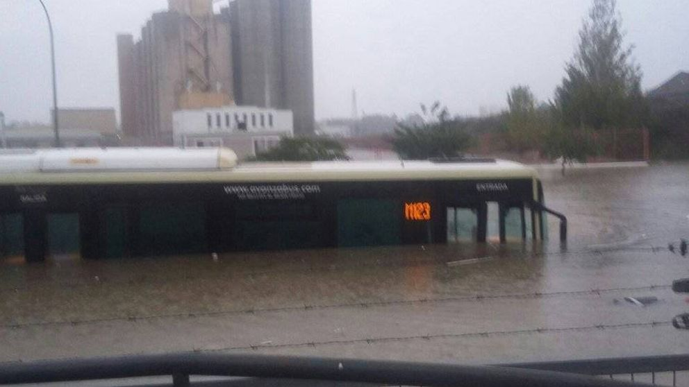 Fuertes trombas de lluvia inundan Málaga