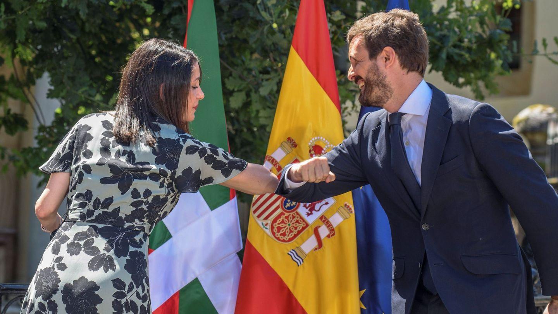 Inés Arrimadas y Pablo Casado. (EFE)