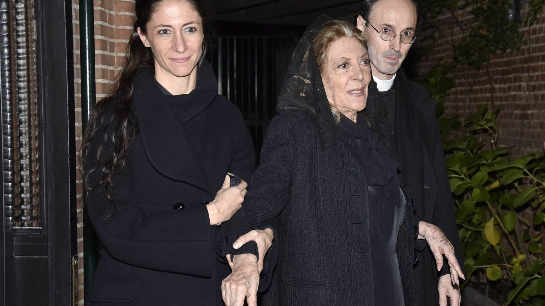 Pitita y sus hijos, en el funeral por Mike Stilianopoulos. (Getty)