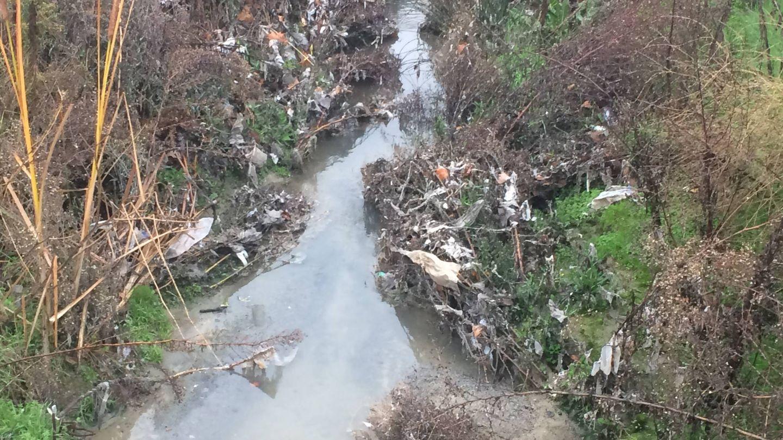 Vertido del arroyo de las Suertes, en Griñón.