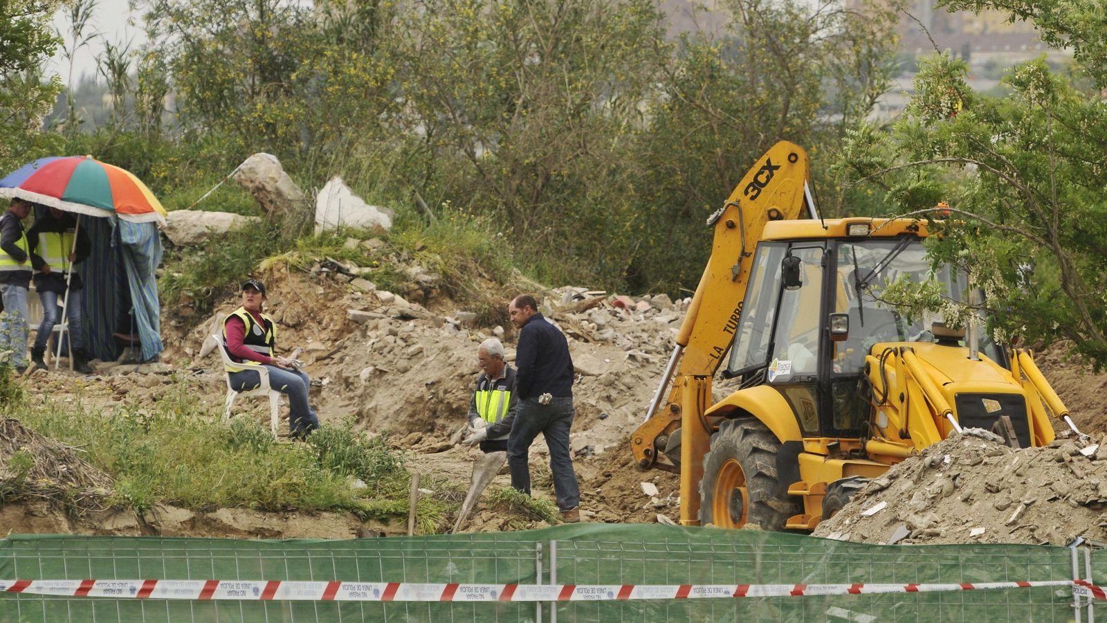 Foto: La policía busca los restos de Marta del Castillo en la escombrera de Camas. (EFE)