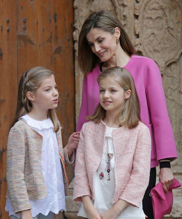 Foto: La Reina con sus dos hijas, Leonor y Sofía. (Gtres)
