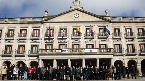 Retirar el cartel 'ETA no' de Vitoria, el último choque entre el PNV y el colectivo de víctimas