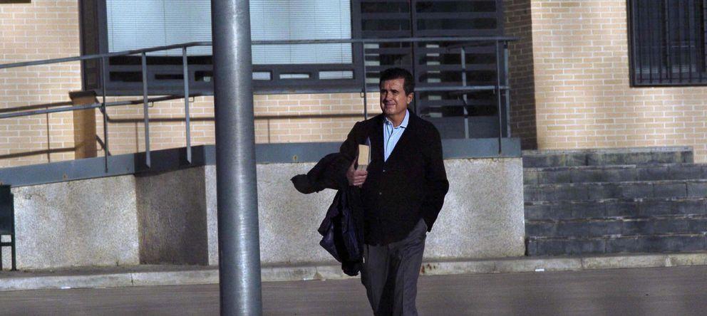 Foto: El exministro y expresidente de Baleares, Jaume Matas, sale de la cárcel (Efe)