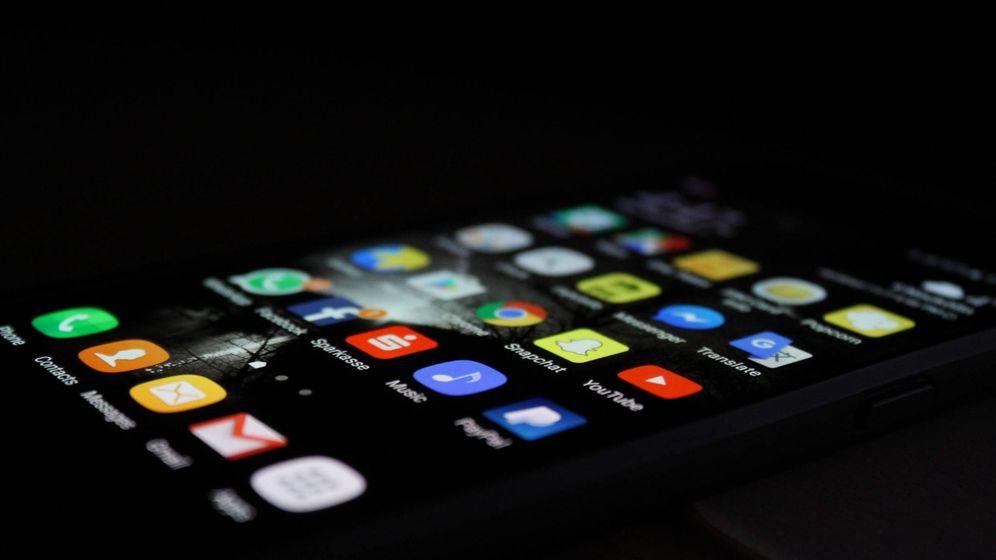 Foto: Facebook Messenger o WhatsApp pueden ser 'apps' imprescindibles en tu móvil. Otras, no tanto. (Unsplash)