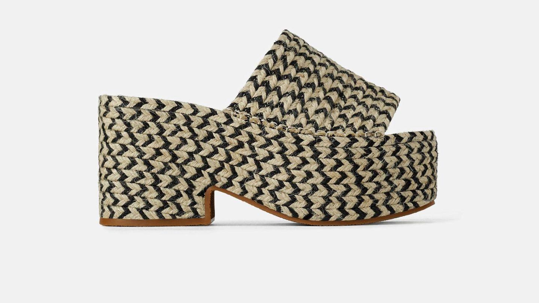 Cuña trenzada con plataforma de Zara (25,99 euros).