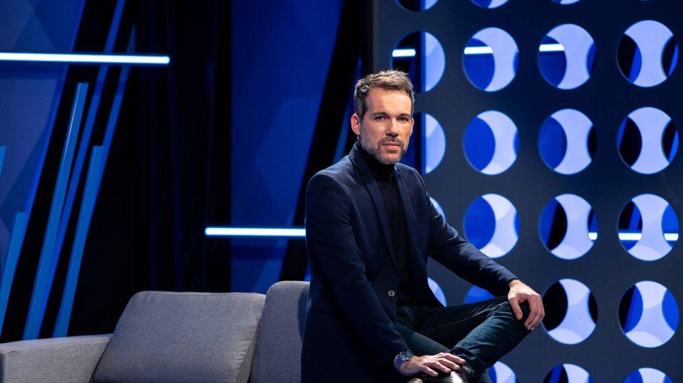 Foto: Javier Gómez, presentador de 'Turno de palabra'. (Telemadrid)