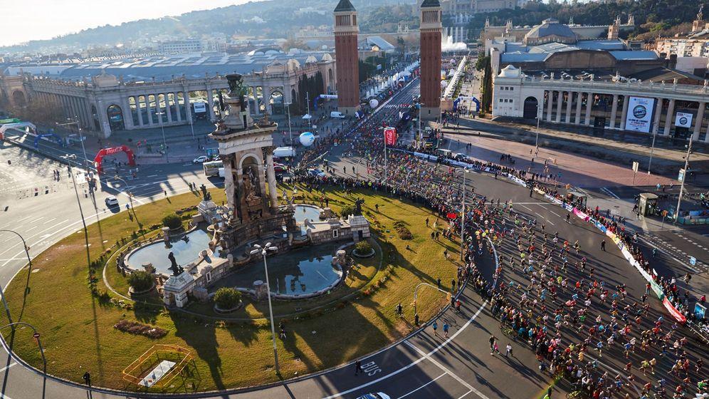 Foto: Vista aérea de la Maratón de Barcelona disputada el pasado año. (EFE)