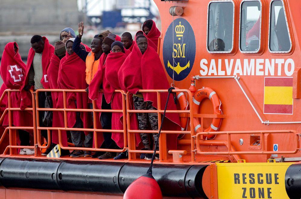Foto: Llegada de inmigrantes al puerto de Málaga. (EFE)