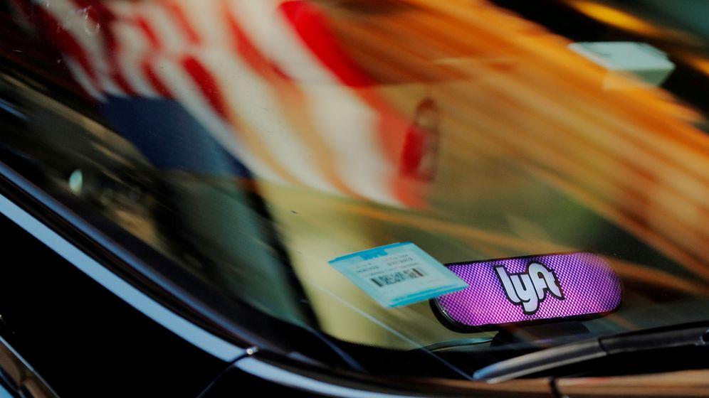 Foto: Un coche con el logo de Lyft. (Reuters)