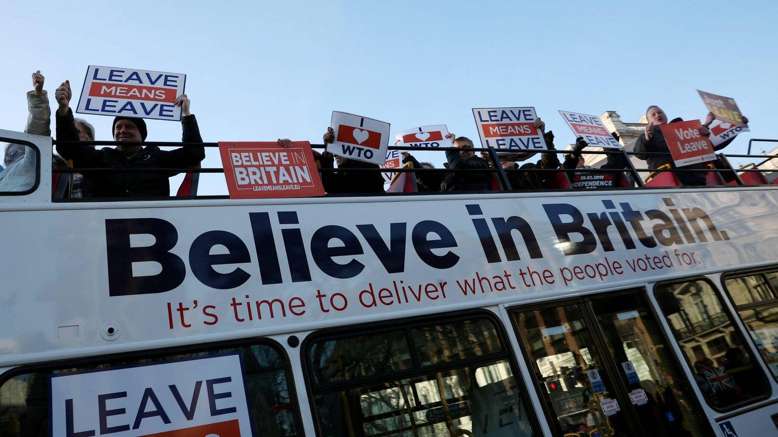 Foto: Manifestantes a favor del Brexit durante una protesta ante el Parlamento británico, en Londres. (Reuters)