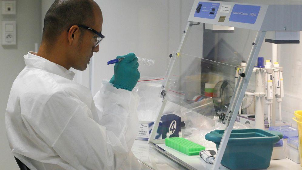 Foto: Imagen de archivo de un investigador en un laboratorio (Reuters)