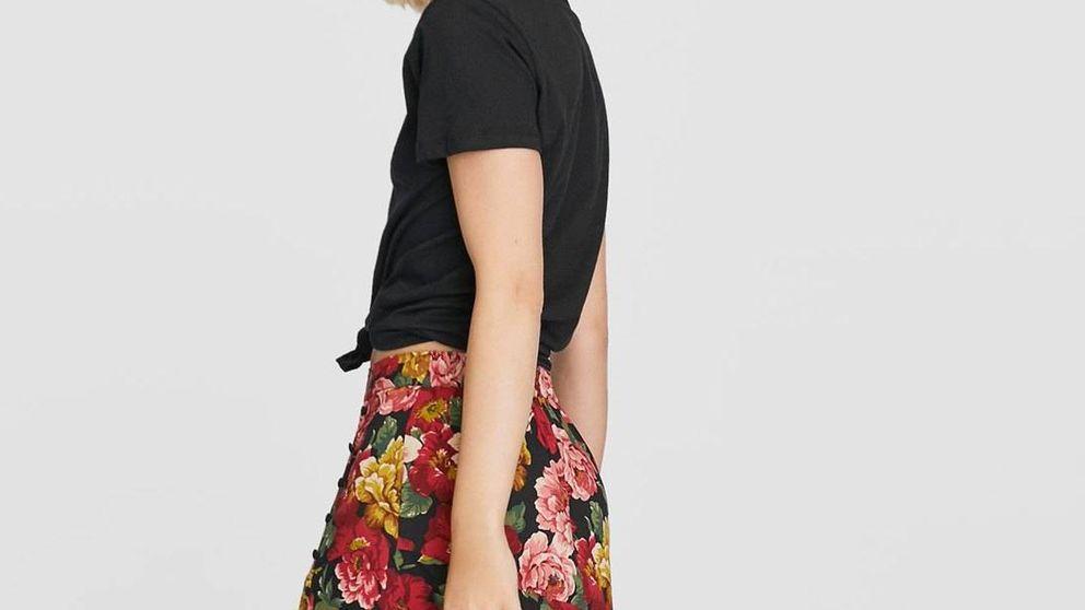 La falda de flores que más estiliza es de Stradivarius y ya triunfa en Instagram