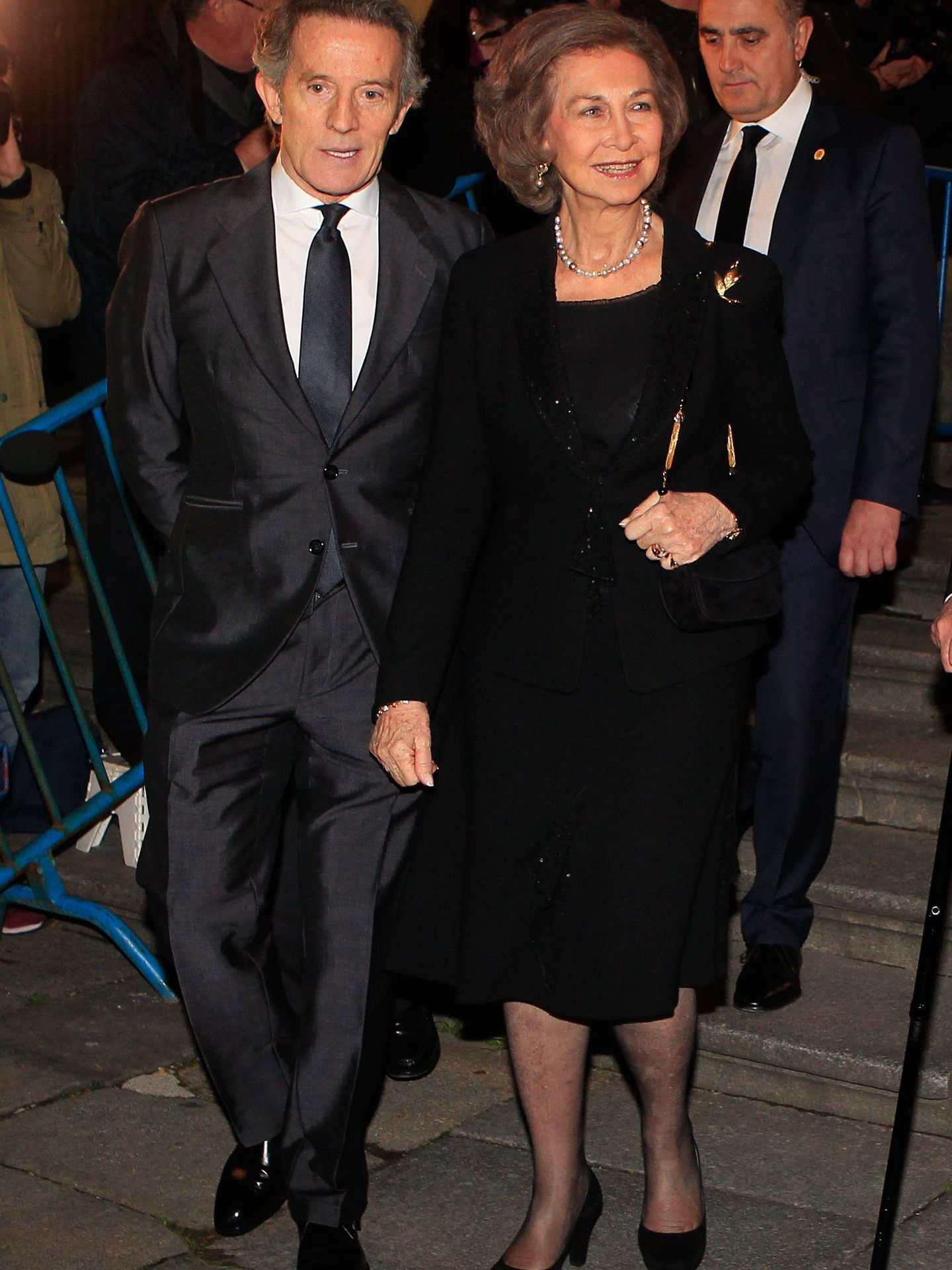 Alfonso Diez y la reina Sofía en el funeral por la muerte de la duquesa de Alba en 2014. (Getty)