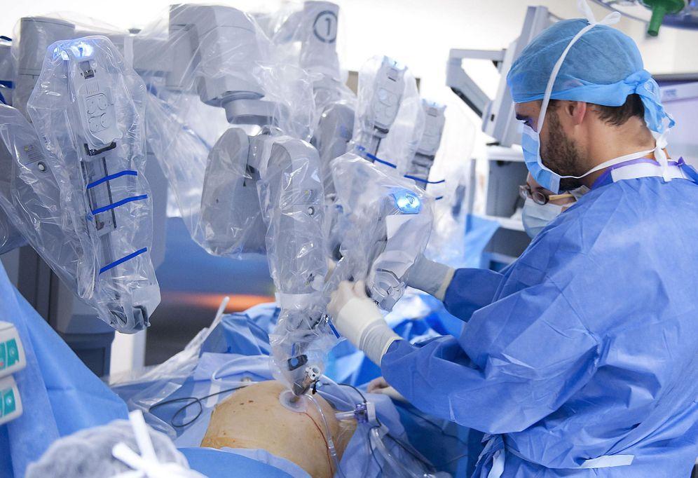 Foto: Hay notables especialistas en Oncología en España. (Pedro Puente Hoyos/Efe)
